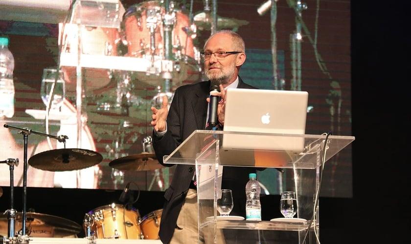 Professor Adauto Lourenço durante o Encontro Nacional de Universitários. (Foto: Guiame/Marcos Paulo Corrêa)