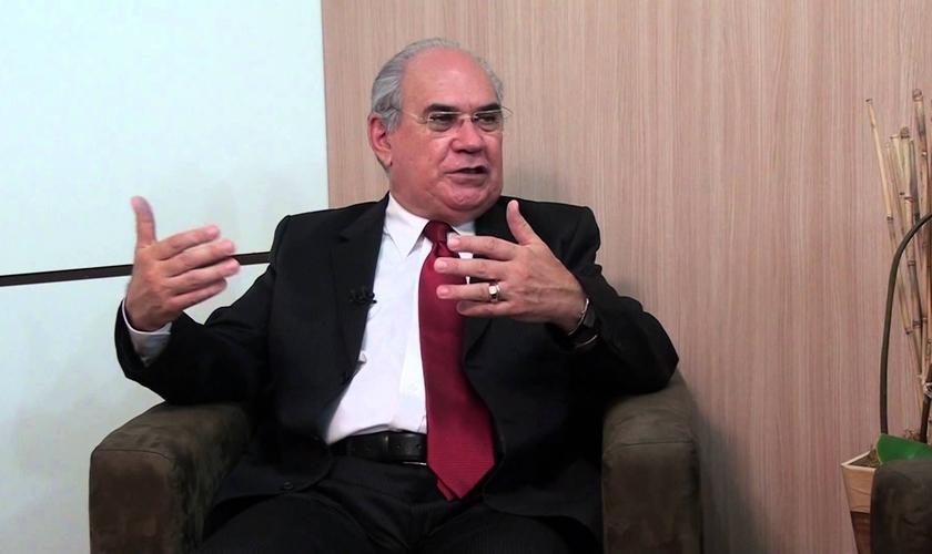 Elienai Cabral é pastor, teólogo e membro da Casa de Letras Emílio Conde. (Foto: Reprodução).