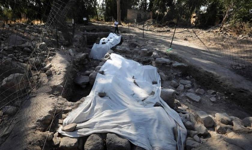 Arqueólogos descobriram evidências da cidade perdida de Julias, onde viviam Pedro, André e Filipe. (Foto: Menahem Kahana/AFP)