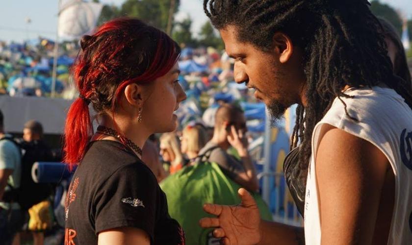 Moah Buffalo pregou para milhares de jovens que fizeram parte do Woodstock Festival. (Foto: Reprodução/Facebook)