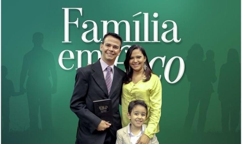 O pastor afirmou que esperou em Deus e foi presenteado com o filho. (Foto: Reprodução).