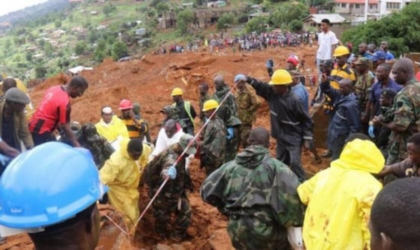 Os deslizamentos deixaram mais de 3 mil desabrigados. (Foto: Reuters).