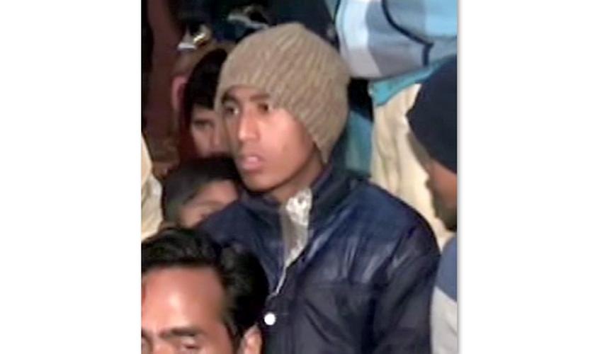 O garoto foi surpreendido pelo grupo de muçulmanos que queria matá-lo. (Foto: Reprodução).