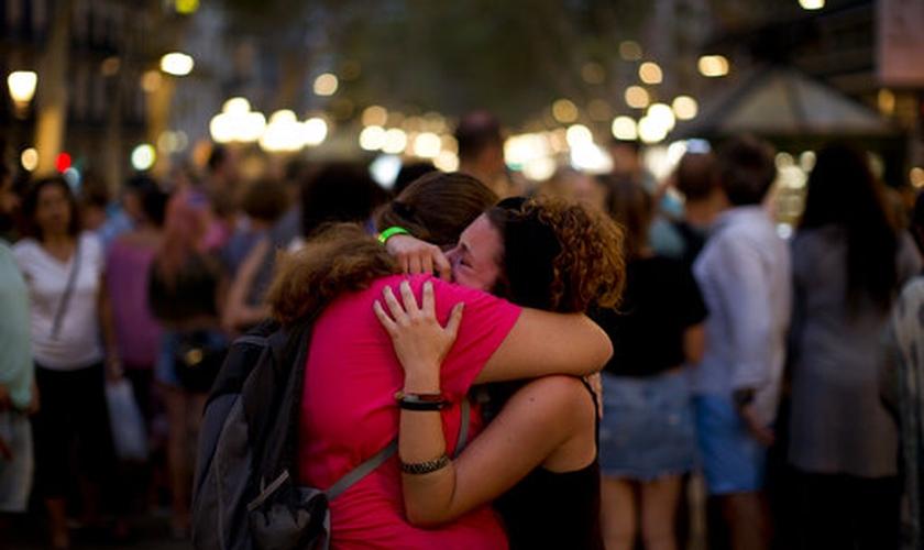 O mais recente ataque terrorista em Barcelona deixou 13 mortos e mais de 100 feridos. (Foto: AccessWDUN)