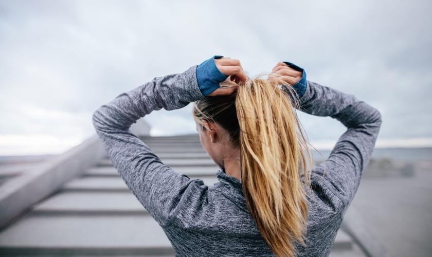 Saiba cuidar do cabelo antes, durante e depois dos treinos. (Foto: Jacob Ammentorp Lund/Thinkstock/Getty Images)