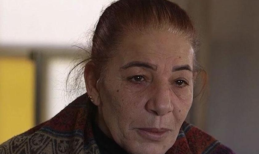 Traumatizada, Amal deixou o coração na Síria, mas encontrou paz em Deus. (Foto: Reprodução).