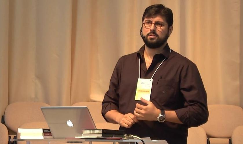 Jonas Madureira é reconhecido por suas obras no Brasil. (Foto: Reprodução).
