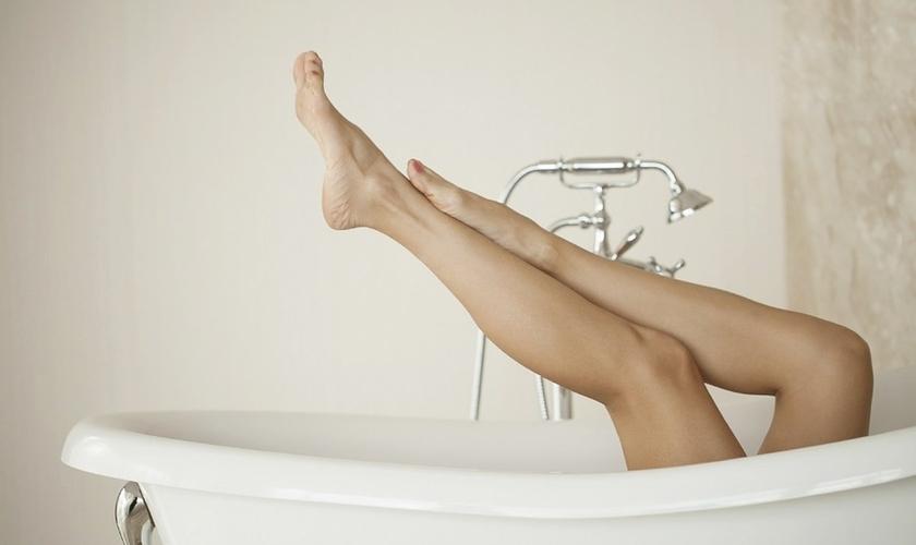 Os sabonetes íntimos possibilitam à mulher fazer uma higiene adequada. (Foto: Reprodução)