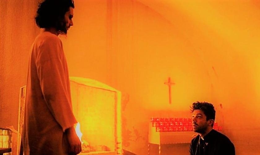 Cena da série 'Preacher', na qual o personagem principal se encontra com Jesu. (Imagem: AMC)
