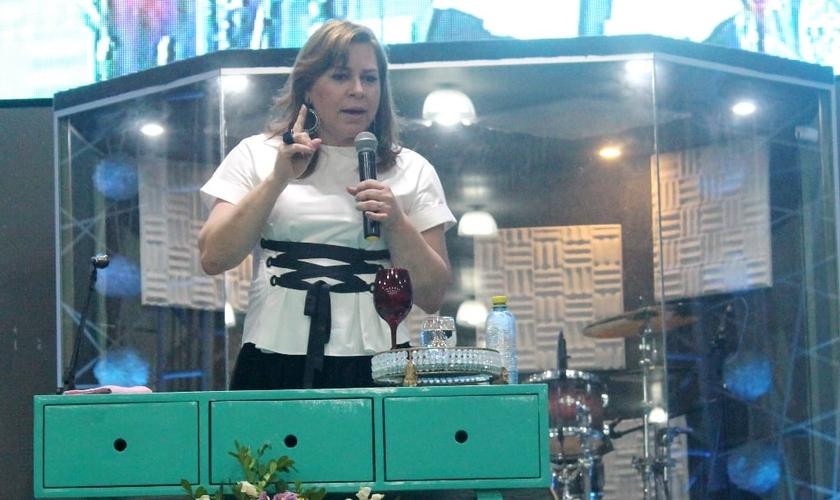 Helena falou sobre como devemos escolher os propósitos de Deus e não as vontades do coração. (Foto: Guiame / Karlos Aires).