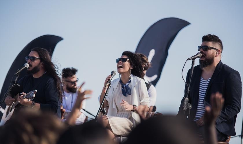 """O primeiro single do projeto já foi lançado. """"Noiva"""" estreou no canal VEVO da banda. (Foto: Divulgação)."""