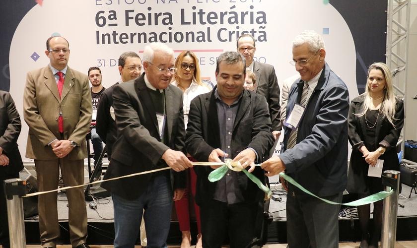 Membros da ASEC na 6ª edição da Feira Literária Internacional Cristã (FLIC). (Foto: Guiame/Marcos Paulo Corrêa)