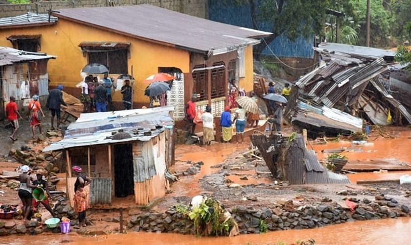 O Conselho das igrejas da Serra Leoa realizou um culto no local do deslizamento. (Foto: World Vision).