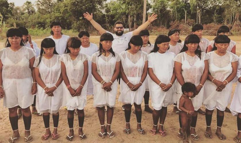 Pastor Isac Santos batizou 38 indígenas da tribo xavante, no Mato Grosso. (Foto: Facebook)