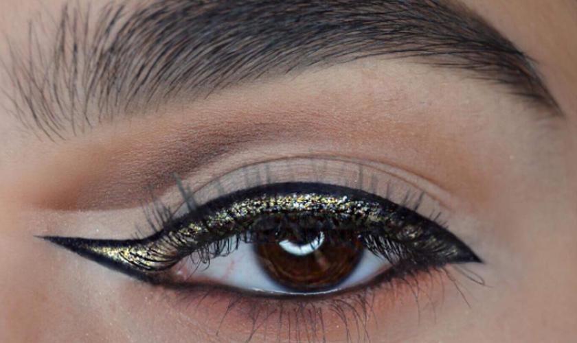 Aprenda a fazer o delineado invertido, um novo jeito de marcar o olhar. (Foto: Reprodução/Instagram/dahliacreates)