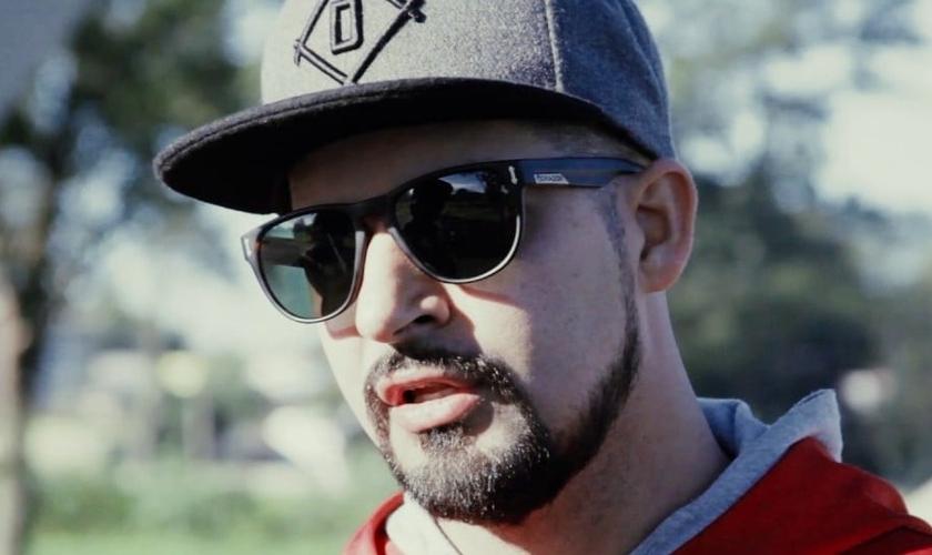Mano Reco se converteu em 2005, quando foi fazer um curso de Teologia para compor novas músicas para o Detentos do Rap. (Foto: Reprodução).