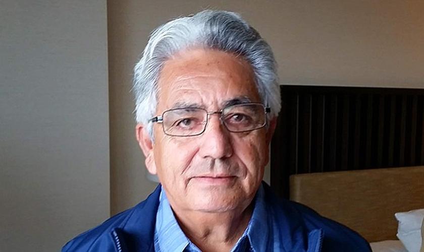 Pastor Rigoberto Gonzalez se converteu após sofrer um grave acidente de carro e perder sua esposa. (Foto: San Diego Reader)