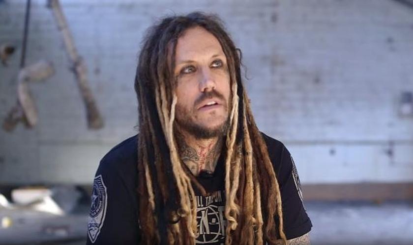 """Brian """"Head"""" Welch é guitarrista da banda de metal Korn. (Foto: Reprodução)"""