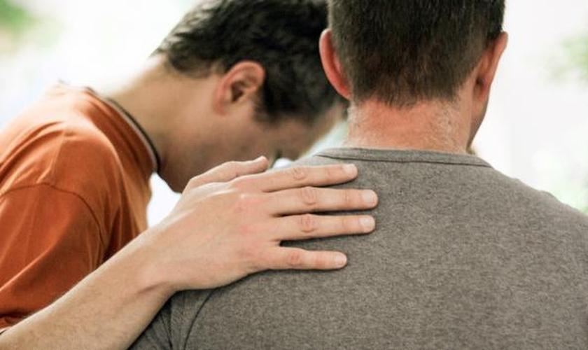 A psicóloga cristã Fabiana Bacelar salientou que a busca por um profissional ou pastor também é válida. (Foto: Reprodução).