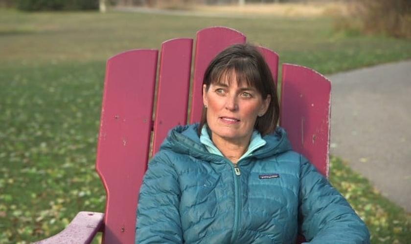 Mary Neal ficou entre a vida e a morte após um acidente com caiaque. (Foto: Reprodução/CNN)