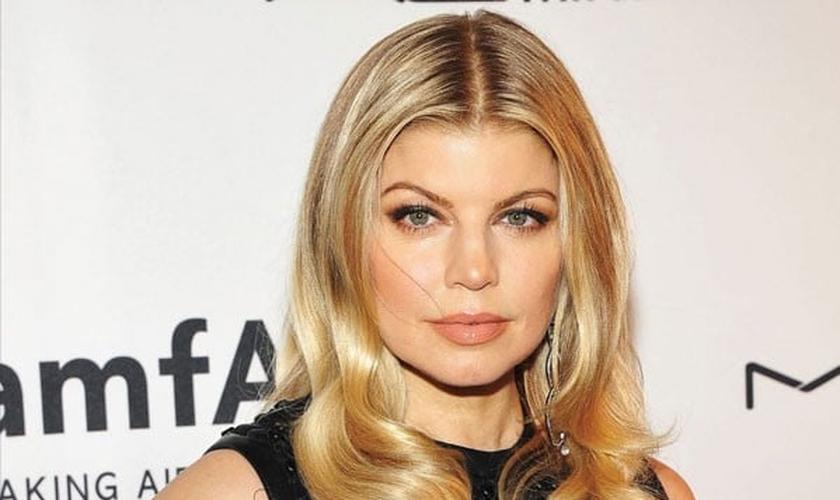 Tendo se tornado conhecida como vocalista do grupo 'The Black Eyed Peas', Fergie está agora investindo em sua carreira solo. (Foto: vibe.com)