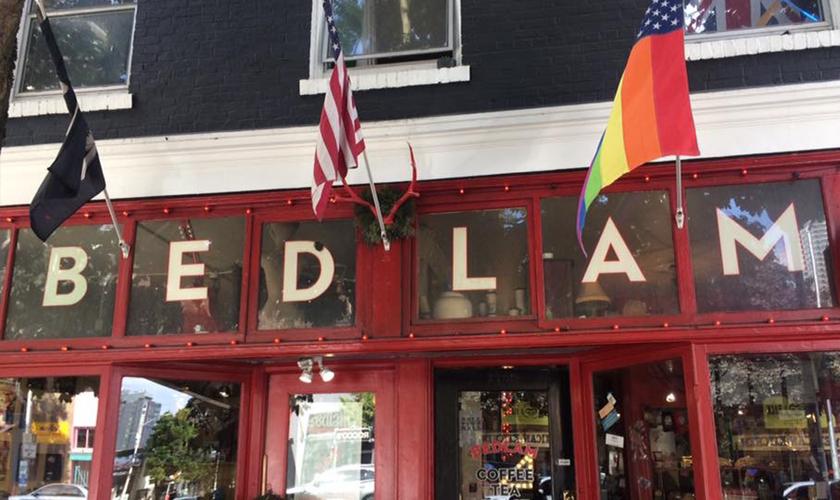 Os clientes cristãos foram expulsos da cafeteria Bedlam Coffe, nos Estados Unidos. (Foto: Reprodução)
