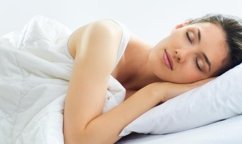 Uma boa noite de sono pode fazer maravilhas pela beleza. (Foto: iStock)