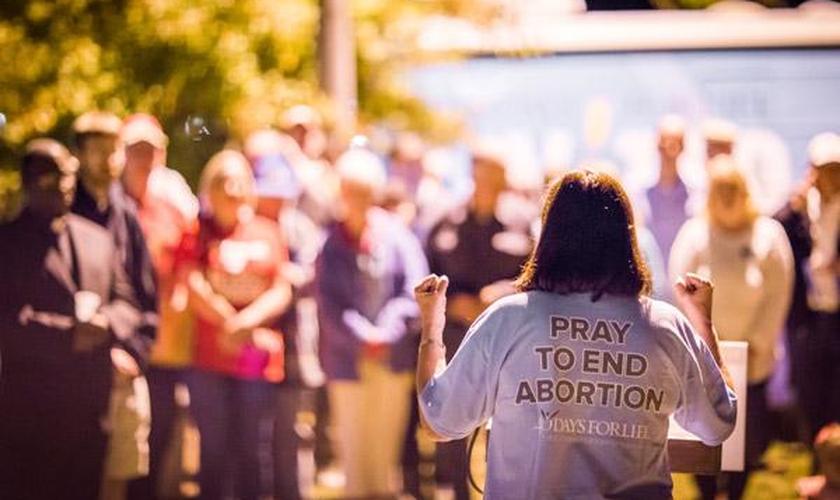 """A campanha de oração """"40 Dias pela Vida"""" ajudou a salvar 112 bebês em treze dias. (Foto: Travis Mcafee)"""