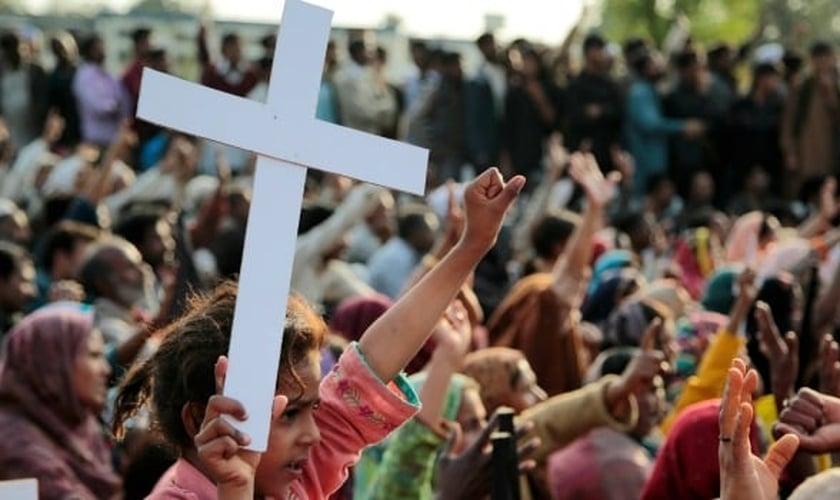 Cristãos sofrem grande perseguição em países, como o Paquistão. (Foto: Christians in Pakistan)