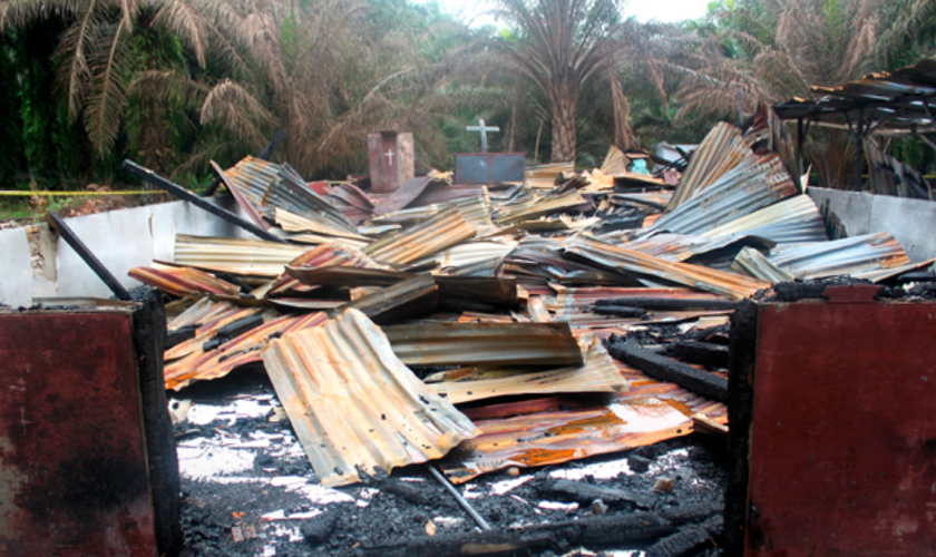 Apesar dos fortes ataques, nenhuma medida foi tomada para proteger as igrejas e os cristãos. (Foto: Reprodução).