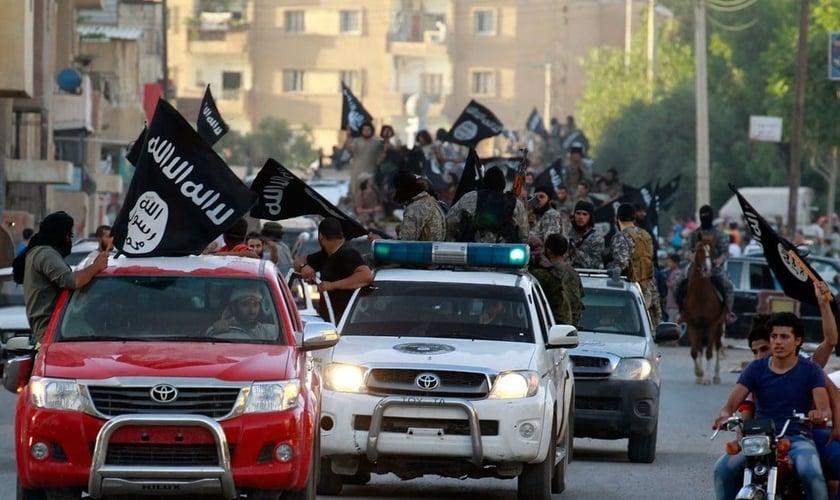 Estado Islâmico realizava desfiles nas cidades onde dominava. (Foto: The New Yorker)