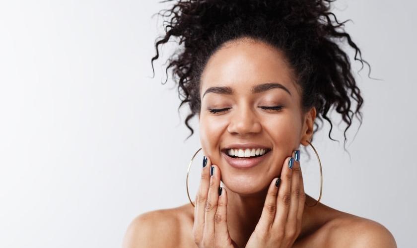 O colágeno fortalece o cabelo, as unhas, os ossos e articulações. (Foto: Youngoldman/Thinkstock/Getty Images)