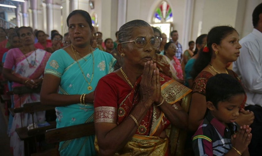 Cristãos celebram culto na Índia. (Foto: Scroll.in)
