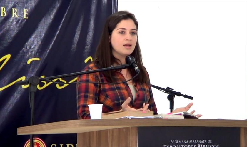 Renata Veras é autora do blog cristão Mulheres em Apuros. (Foto: Reprodução).