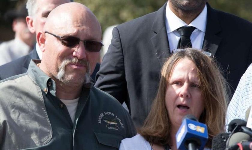 Pasor Frank Pomeroy (esquerda) e sua esposa Sherri. (Foto: Houston Chronicle)