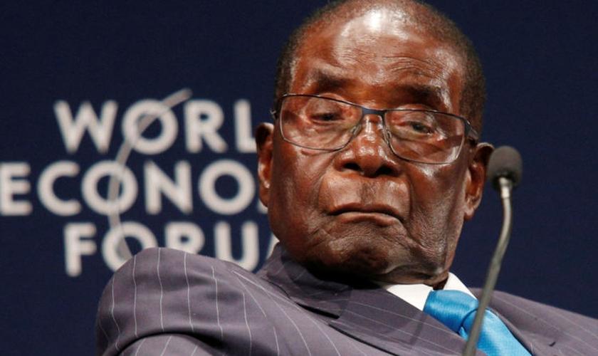 Mugabe passou o domingo em sua casa, sob vigia dos militares. (Foto: Reprodução).