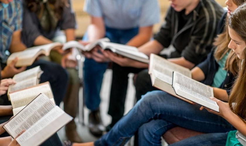 Os alunos agora não podem mais estudar a Bíblia no horário livre. (Foto: Reprodução).
