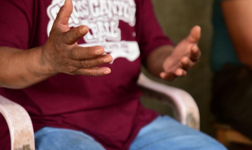 O pastor Dano perseverou em oração e viu Deus operar na aldeia. (Foto: Reprodução).