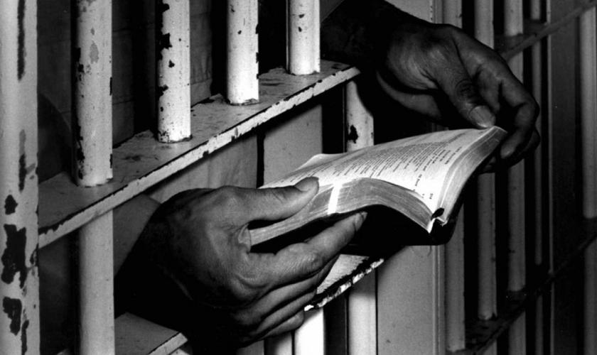 Os cristãos estão sendo condenados por pregar o Evangelho. (Foto: Reprodução).