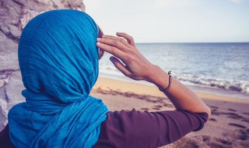 Imagem ilustrativa. Prestes a se matar, muçulmana tem visão de Jesus e se converte. (Foto: Shutterstock)