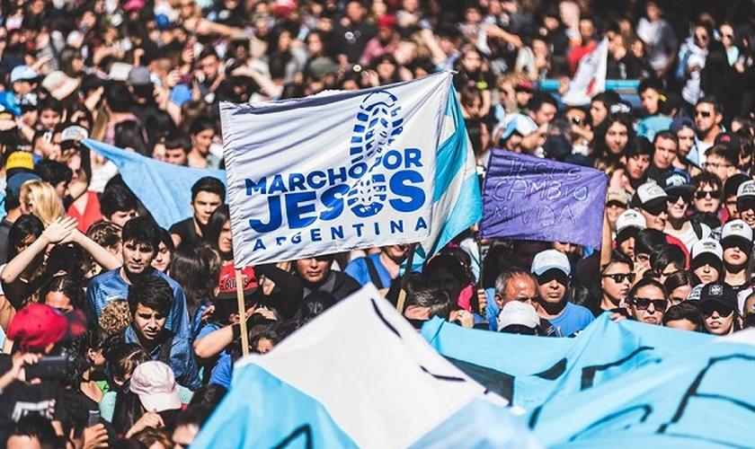 Evangélicos saem às ruas de Buenos Aires para orar por seu país. (Foto: Evangelical Focus)