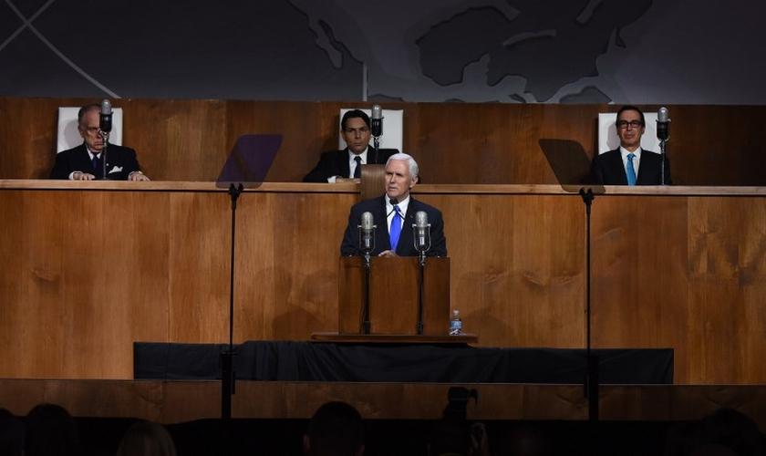 Vice-presidente dos Estados Unidos, Mike Pence, em discurso no Queens Museum, em Nova York. (Foto: AFP/Timothy A. Clary)