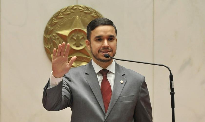 Léo Portela é deputado estadual, professor e pastor. (Foto: Reprodução).
