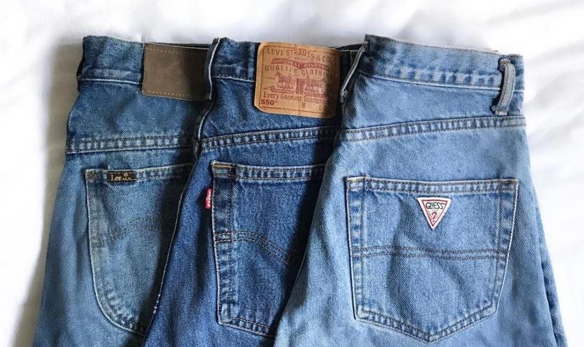 Especialistas dão dicas para prolongar a qualidade do seu jeans. (Foto: Reprodução/Instagram/@reusebrecho)