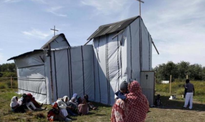 Apesar dessa perseguição, os fiéis continuam a se encontrar. (Foto: Reuters).