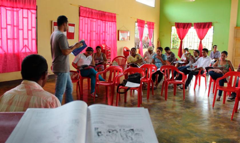 Quase 300 pessoas já se converteram por meio do projeto do pastor Medardo. (Foto: Portas Abertas).