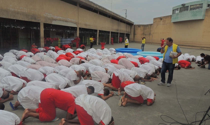 O ministério implantou um curso de teologia dentro da prisão. (Foto: Ministério Recomeço).