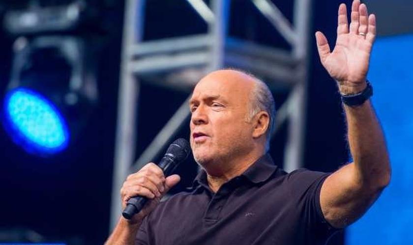 Greg Laurie é pastor da igreja Harvest Christian Fellowship, em Riverside, Califórnia. (Imagem: Youtube)
