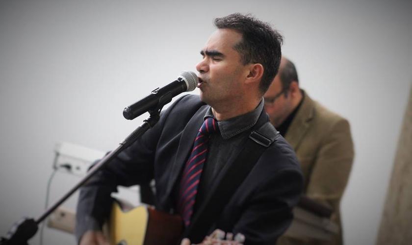 Armando irá viajar pelo Brasil para divulgar seu novo CD. (Foto: Reprodução).