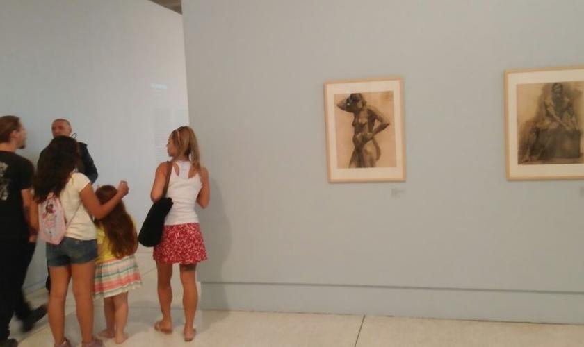 """A exposição """"Corpos de Fábrica"""" não tem qualquer tipo de censura e o museu Oscar Niemeyer continua permitindo que crianças tenham entrada franca. (Foto: Twitter)"""